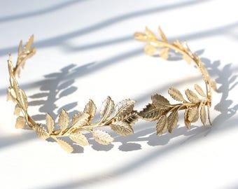 Greek Goddess Halo Crown. Bridal Gold Leaves Headband. Roman Hair Vine. Laurel Wreath Tiara for Princess Bride Sweet 16 Quinceanera Birthday