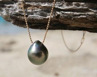 Shinny and huge rare Tahitian drop on a thin chain, black pearl of Tahiti, beach jewelry, boho, St Barts design, cultured pearl, treasure.