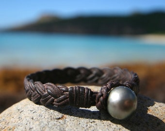 Braided leather with huge Tahitian black pearls, cultured pearl from Tahiti, masculine bracelet, bohemian inspiration, boho,  beach jewelry