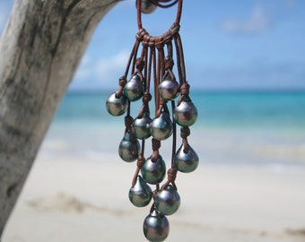 Tahitian black pearls leather necklace. Tahitian pearls grappe necklace . Leather jewelry. beach jewelry, cultured pearls, st barts style.