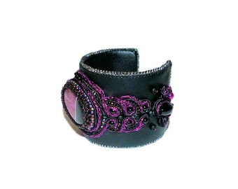 Free shipping USA & Canada. Soutache Cuff Bracelet with Geode Onyx Agate. Black and Fuchsia Hot Pink Bead Embroidered Leather Cuff Bracelet