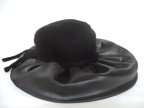 Vintage 1960 CHRISTIAN DIOR CHAPEAUX Womans Christian Dior Hat  e62d8799820