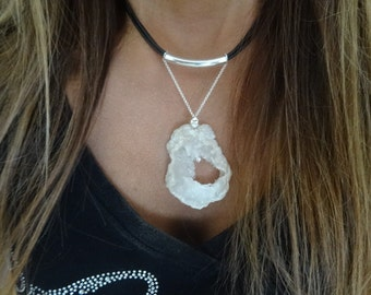 Trendy choker necklace. Natural agate, Sterling silver and leather.