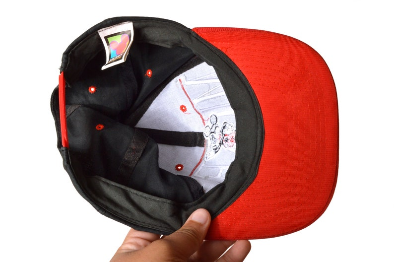 2ae3c9f27 90s Mickey Mouse Snapback Hat Black OSFA Cotton Mickey Unlimited Disney Red  Sporty