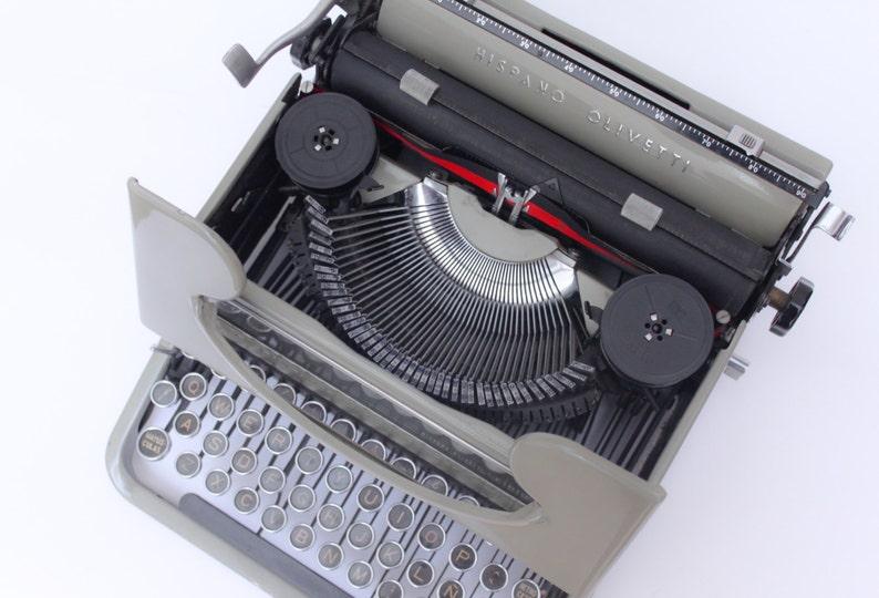 Olivetti Studio 46 Include New Ribbon B/&R Vintage Manual Typewriter