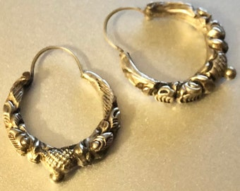 Silver and Grey enamel Ear hugged hoops Costume jewelry gift for women Vintage 70/'s Half hoop Clip on earrings Etruscan style Two tone Gold