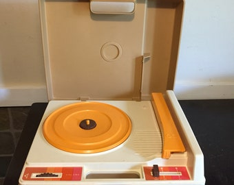 Vintage Fisher Price Record Player Child's Turntable White and Yellow Turntable 1978 33/45 Rpm Model 825 49B8