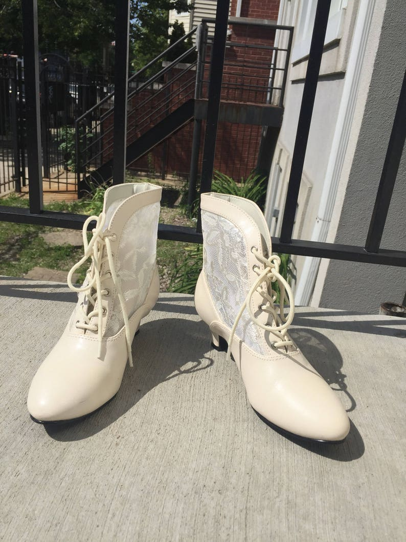 087b6e81b4ae0 Off White Lacey Lace Up Booties Ankle Boots 90s size 5 ladies