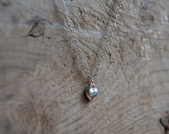 Flat chain 3D heart necklace in silver tone with Ton Petit Bijou (Your Little Jewel) toggle