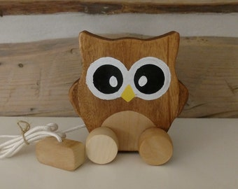 Wooden shooting owl made in Quebec