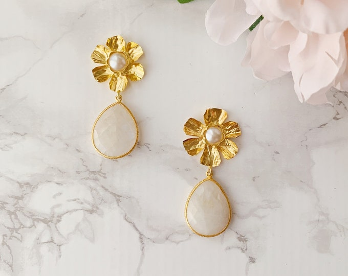 Gardenia Drop Earrings - Pearl White