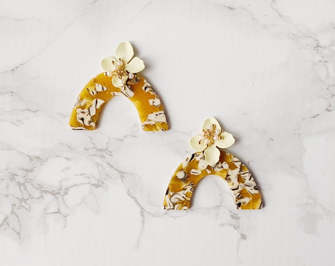 Bon Voyage Earrings - Yellow