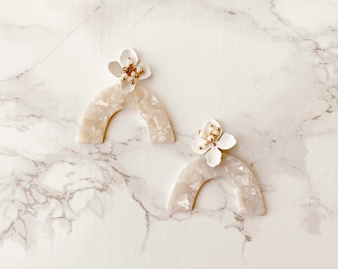 Bon Voyage Earrings - White