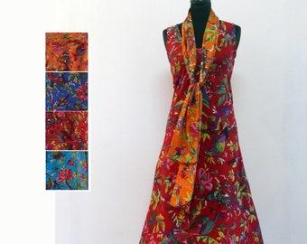 e13e55852178d Robe longue sans manche à col rond en coton rouge imprimé oiseau de paradis  avec une coupe fluide dans le biais