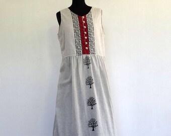 Dress mid long Ecru sleeveless buttoned bodice front and gathered skirt, tree pattern