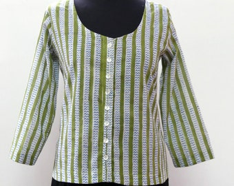 Tunic, short top with 3/4 sleeves in light cotton, fully buttoned on the front, white printed green stripes