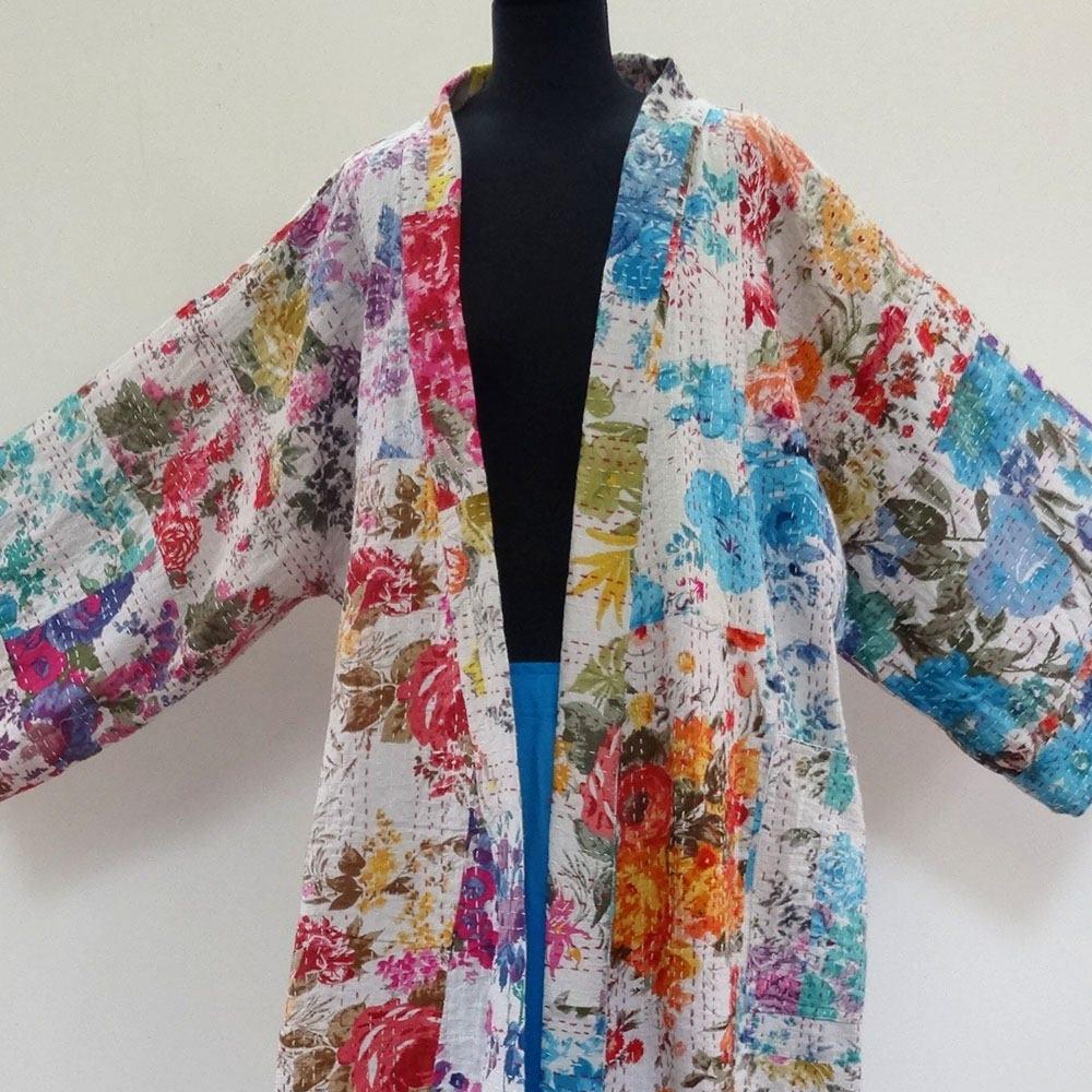 kimono robe de chambre court homme ou femme blanc et multicolore en coton gaudri surpiqu main. Black Bedroom Furniture Sets. Home Design Ideas