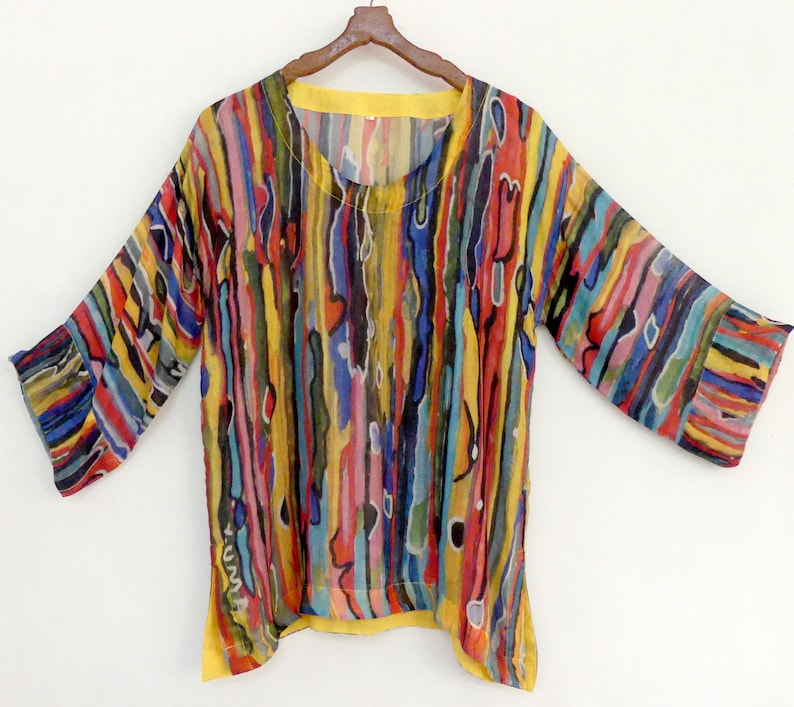 Round neck top tunic in modal silk with lines design after an original painting by the Bindu art school