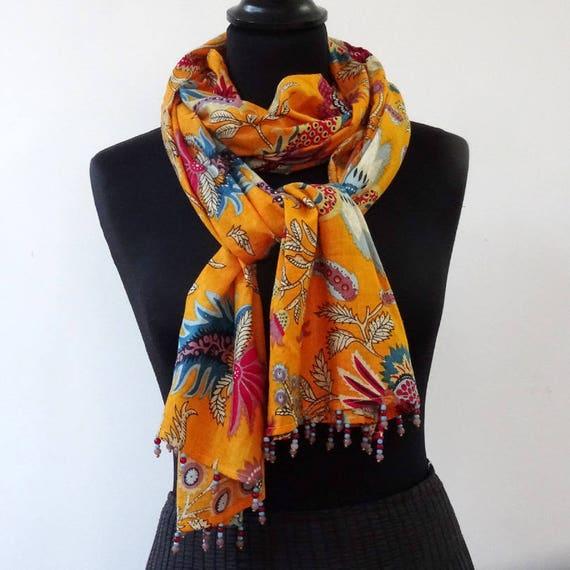 bebb4f037d7 Echarpe foulard en coton orange imprimé fleurs et dessins paisley