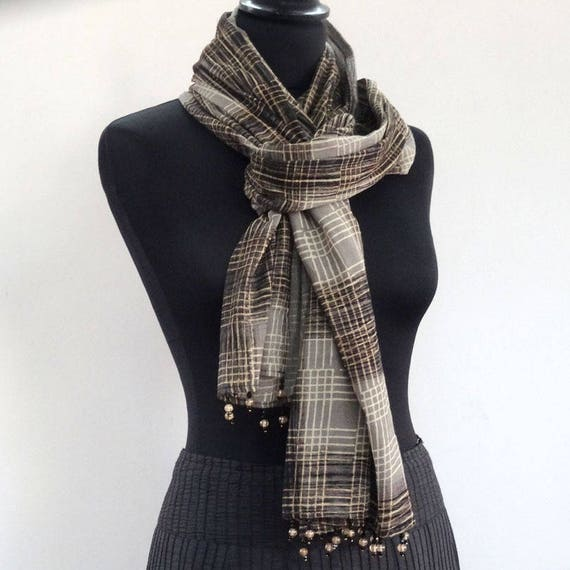 1f3402eb0936 Echarpe foulard en voile de coton gris et taupe imprimé   Etsy