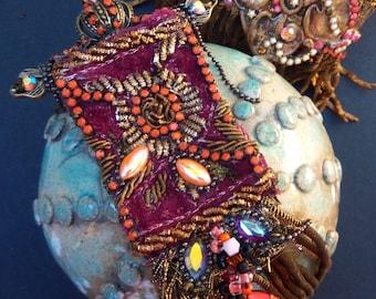 "Brooch ""NIGHT OF TIMES / Corona-versus"", pendant brooch, baroque brooch, metal textile brooch"