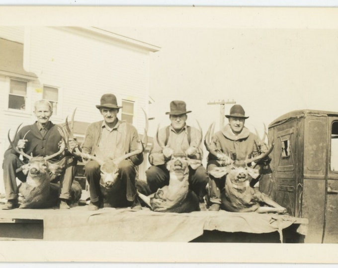 Vintage Snapshot Photo: Deer Hunters, 1930s [89727]