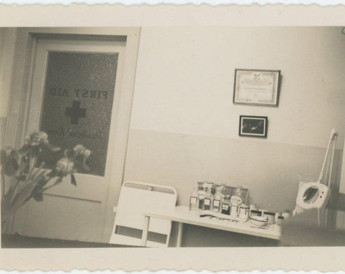Vintage Snapshot Photo: First Aid [82649]