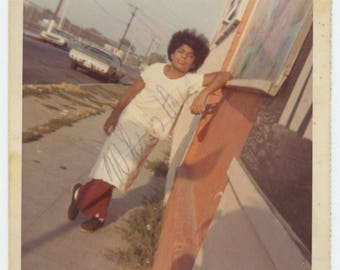 """Vintage Snapshot Photo: """"Who Is This?"""" c1970s (710611)"""