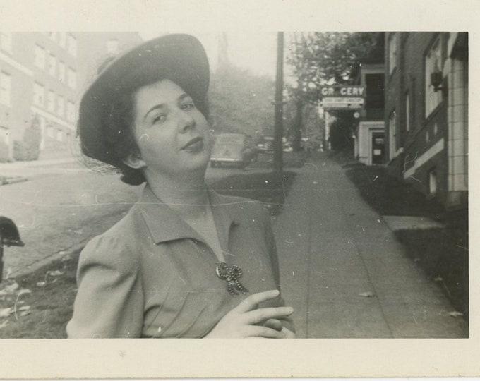 Vintage Snapshot Photo: Elaine, 1942 (88712)