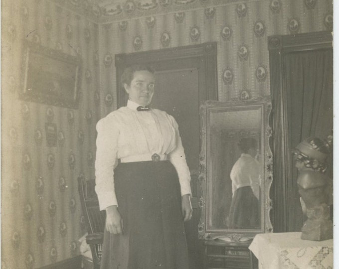 Vintage Snapshot Photo: Woman with Reflection in Mirror, c1910s [89727]