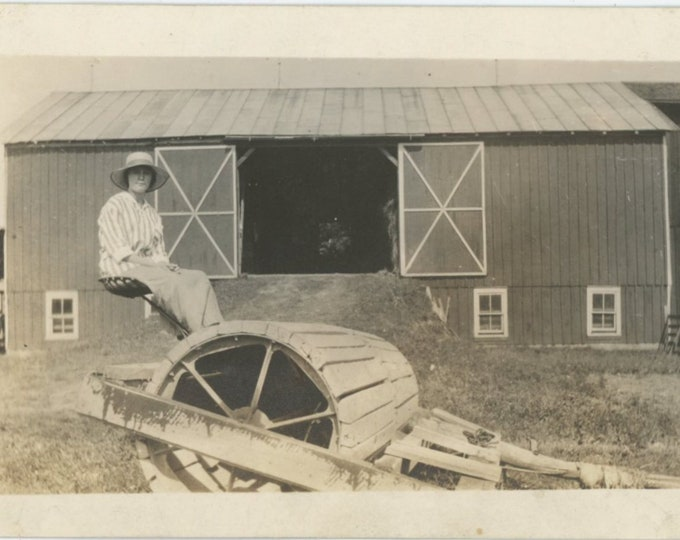 Vintage Snapshot Photo: On the Farm [89720]