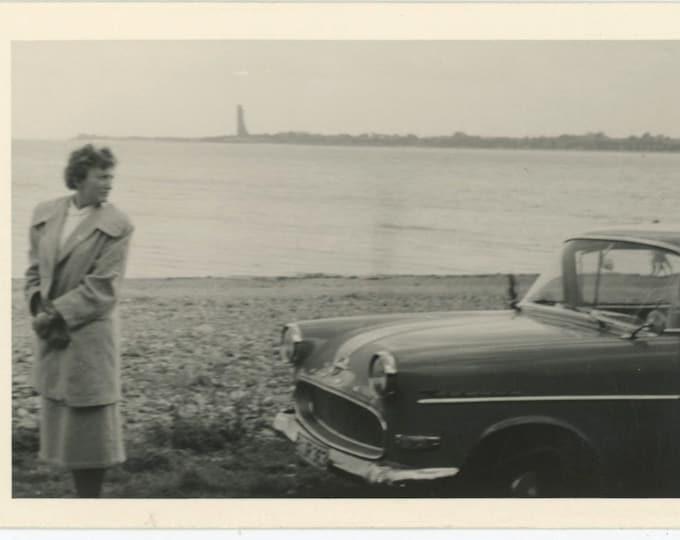 Vintage Snapshot Photo: Looking Back [85676]