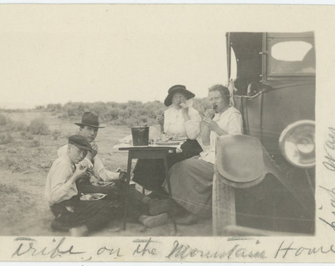 """Vintage Snapshot Photo: """"Dining room for the Mell tribe on the Mountain Home highway"""" c1930s [85671]"""