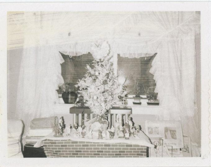 Vintage Polaroid Snapshot Photo: Xmas Decorations [82652]