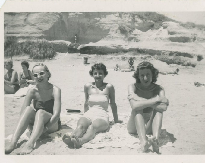 Vintage Snapshot Photo: At the Beach, c1940s-50s [88718]