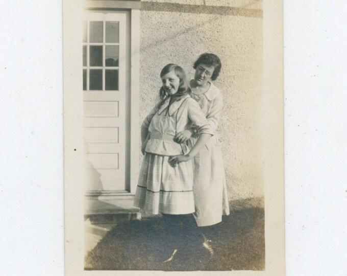 Vintage Snapshot Photo: Teenage Girl, Memorial Day 1921 [91765]