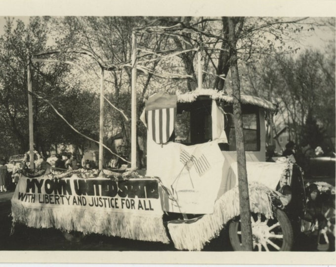 """Vintage Snapshot Photo: Parade Float """"My Own United State"""" c1920s [810734]"""