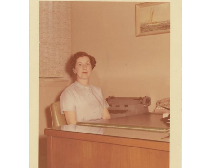 Vintage Snapshot Photo: Empty Desk, c1950s [85674]