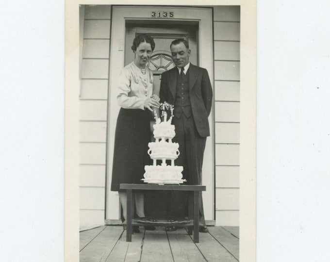 Wedding Cake, 1937: Vintage Snapshot Photo [81643]