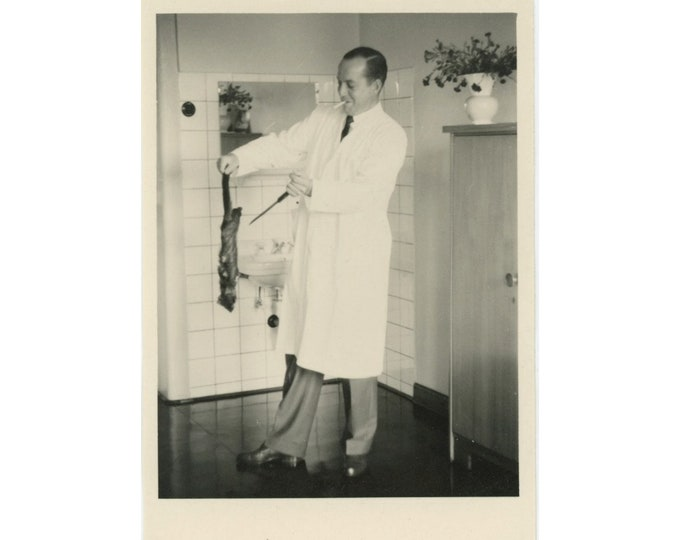 Vintage Snapshot Photo: The Doctor Will See You Now [84669]