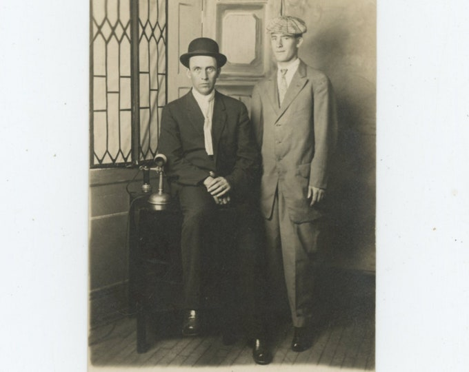 Vintage Portrait Photo: Two Pals at Du Val's Ten Minute Photos, Flint, MI, 1910s [89725]
