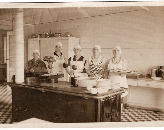 Vintage Snapshot Photo: Institutional Kitchen, Zagreb, Croatia, 1930s [811741]