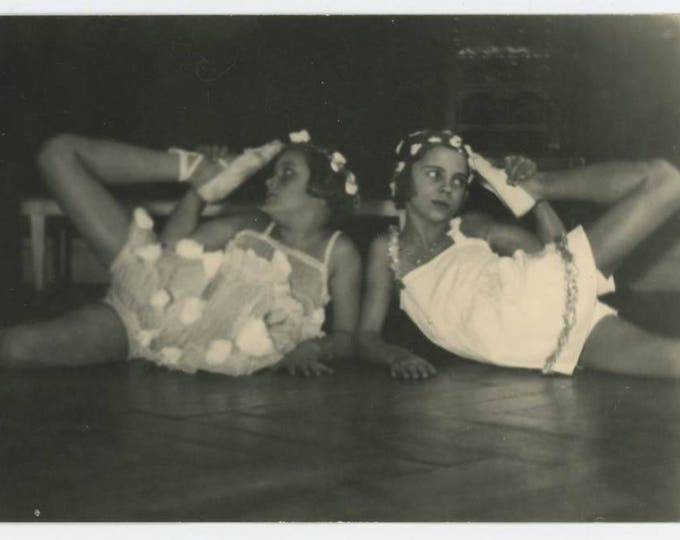 Vintage Snapshot Photo: Dancers (711621)