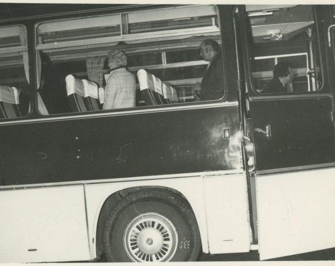 Vintage Snapshot Photo: Bus (88714)