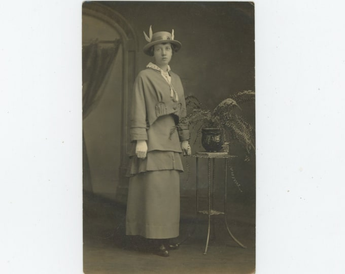 "Vintage Portrait Photo: ""Mrs. Bruce C. Weller. 1915, Age 18 [Grace Witt Weller]"" [89725]"