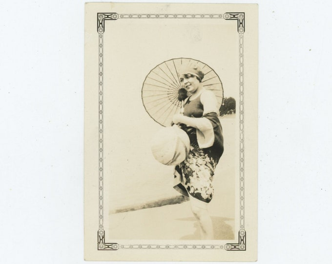 Vintage Snapshot Photo: Woman with Parasol, 1920s [86691]