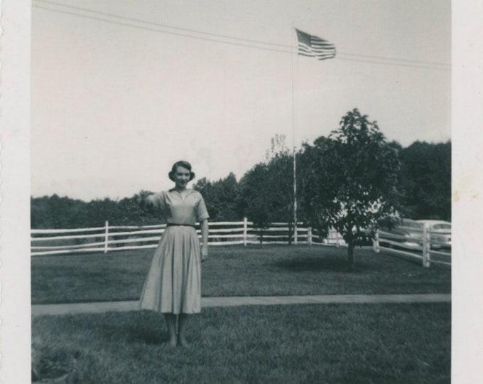 Vintage Snapshot Photo: Sept. 1953 [91766]