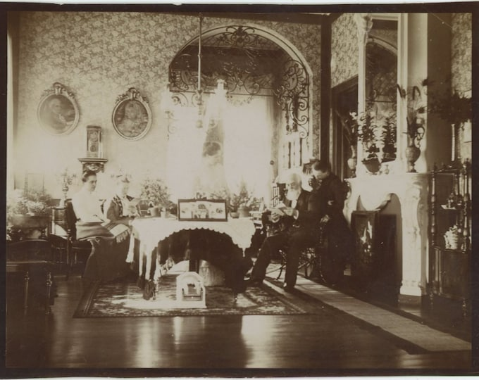 Vintage Snapshot Photo: In the Parlor, 1901 [85670]