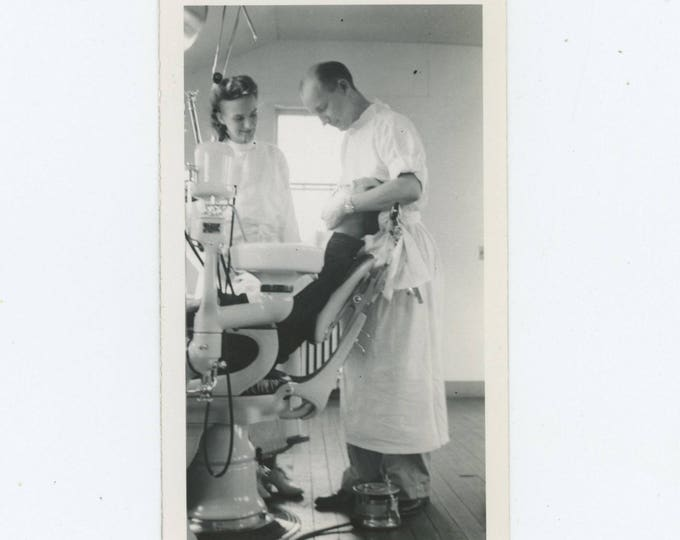 Vintage Snapshot Photo: Dentist Office, c1940s (127624)