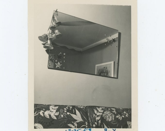 Vintage Snapshot Photo: Mirror, Christmas Decorations, 1953 [89726]